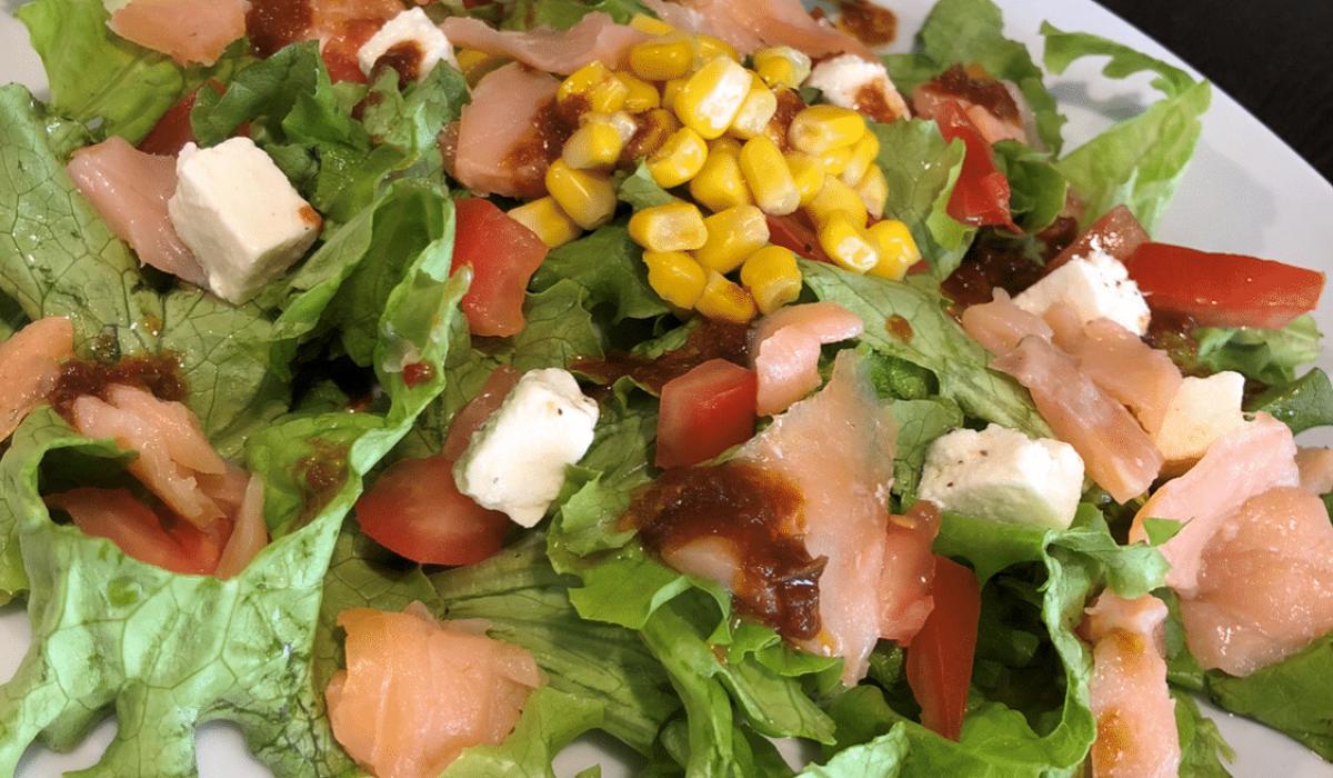 Images d'une salade de Daily Coffee Shop